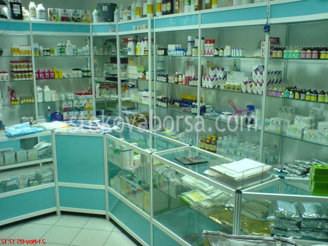 аптечни стелажи и витрини по поръчка