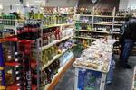 изработка на стелажи за хранителен магазин